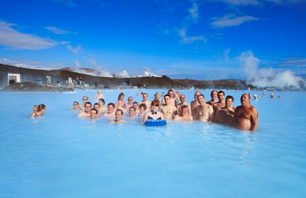 Incentive group with cocktail in the Blue lagoon