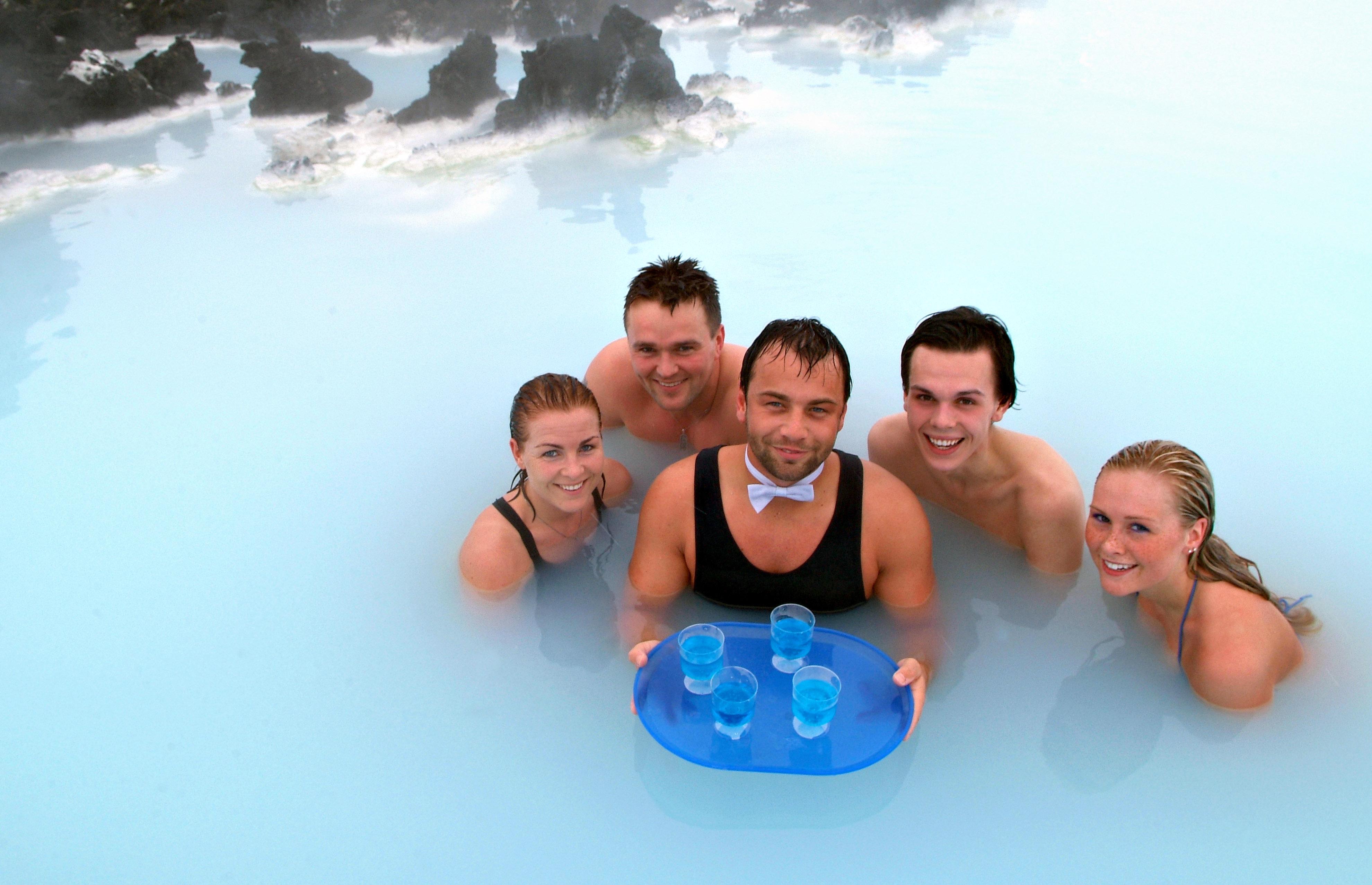 Bleu Lagon Spa Serveur Dans le Lagon Bleu